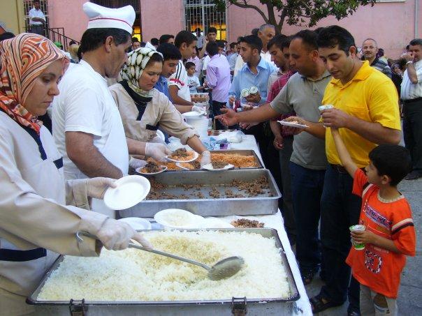 Mersin İheş 3. geleneksel pilav günü haberi 1